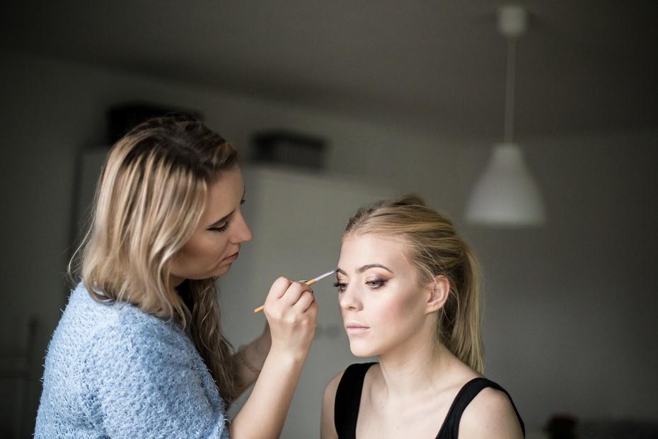 Przygotowania makijażu świątecznego