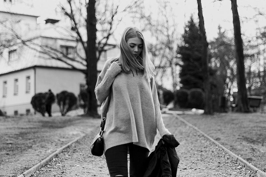 Jak nosić swetry oversize?