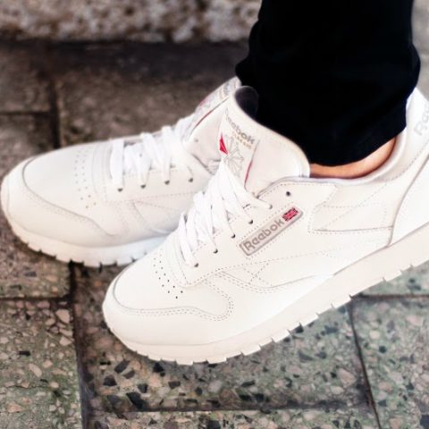 Reebok Classic | Ripped Jeans | Turtleneck