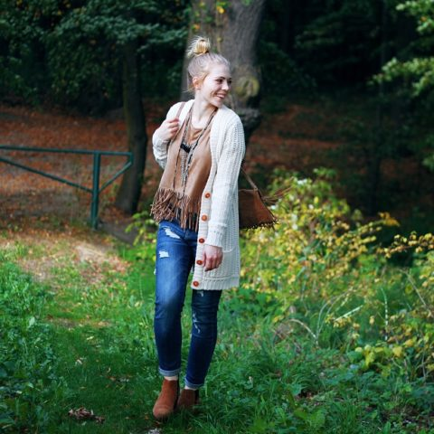 Outfit: Suede, fringe top & long cardigan!