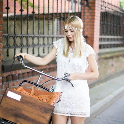 Koronkowa, biała sukienka