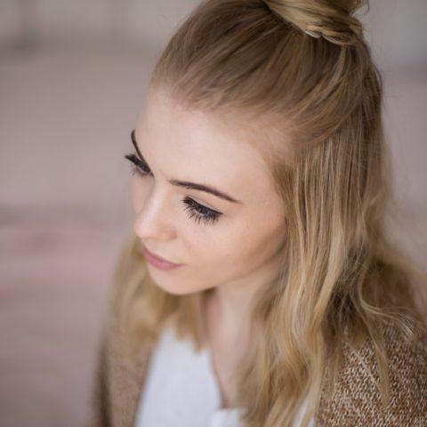Ciepły odcień blondu
