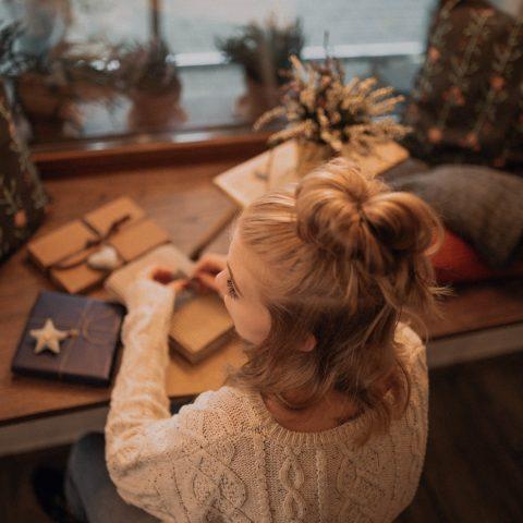 Pakowanie świątecznych prezentów