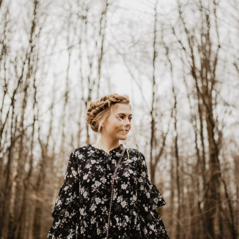 Stylizacja z sukienką w kwiaty i próbna fryzura ślubna  CARRY