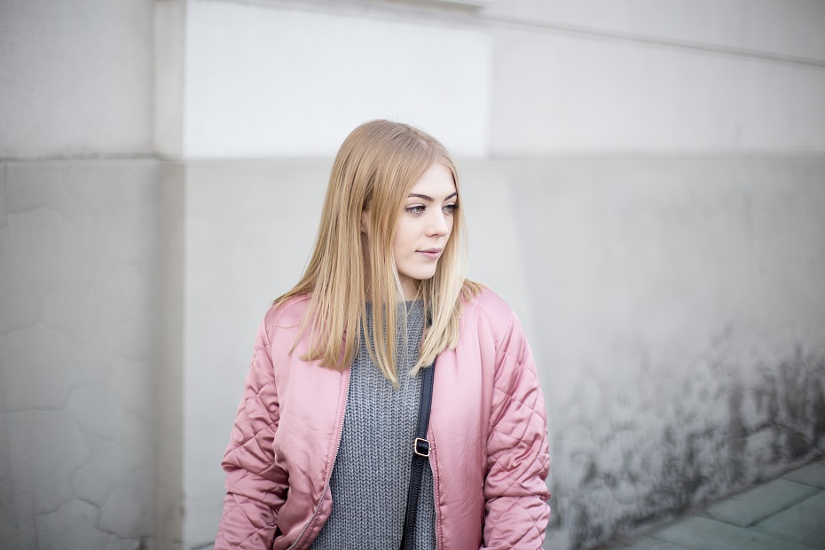 Pudrowy bomber jacket