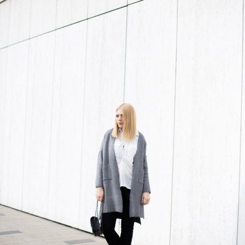 Biała sznurowana koszula