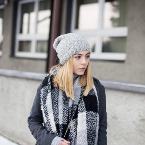 Jak nosić szary płaszcz