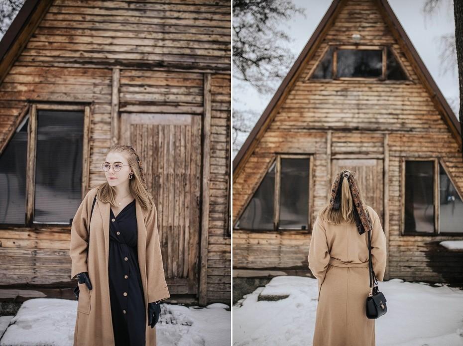 Beżowy płaszcz dodatki