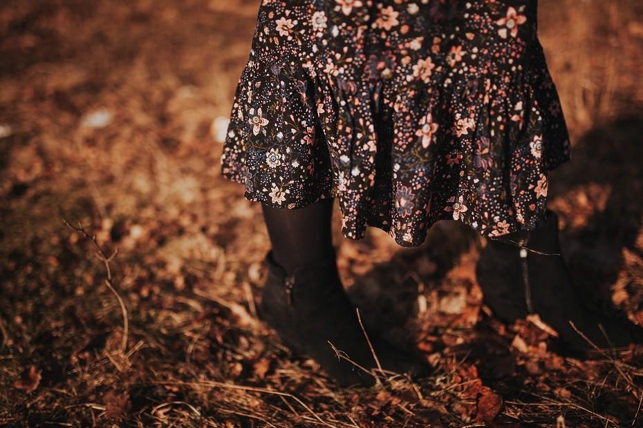 Sukienka w kwiaty i botki