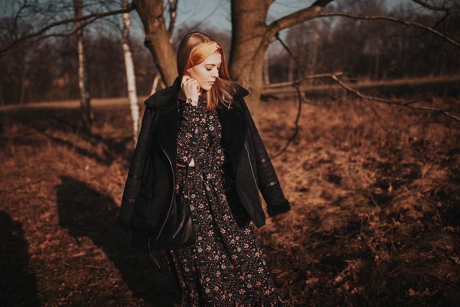 sukienka w kwiaty zwiewna
