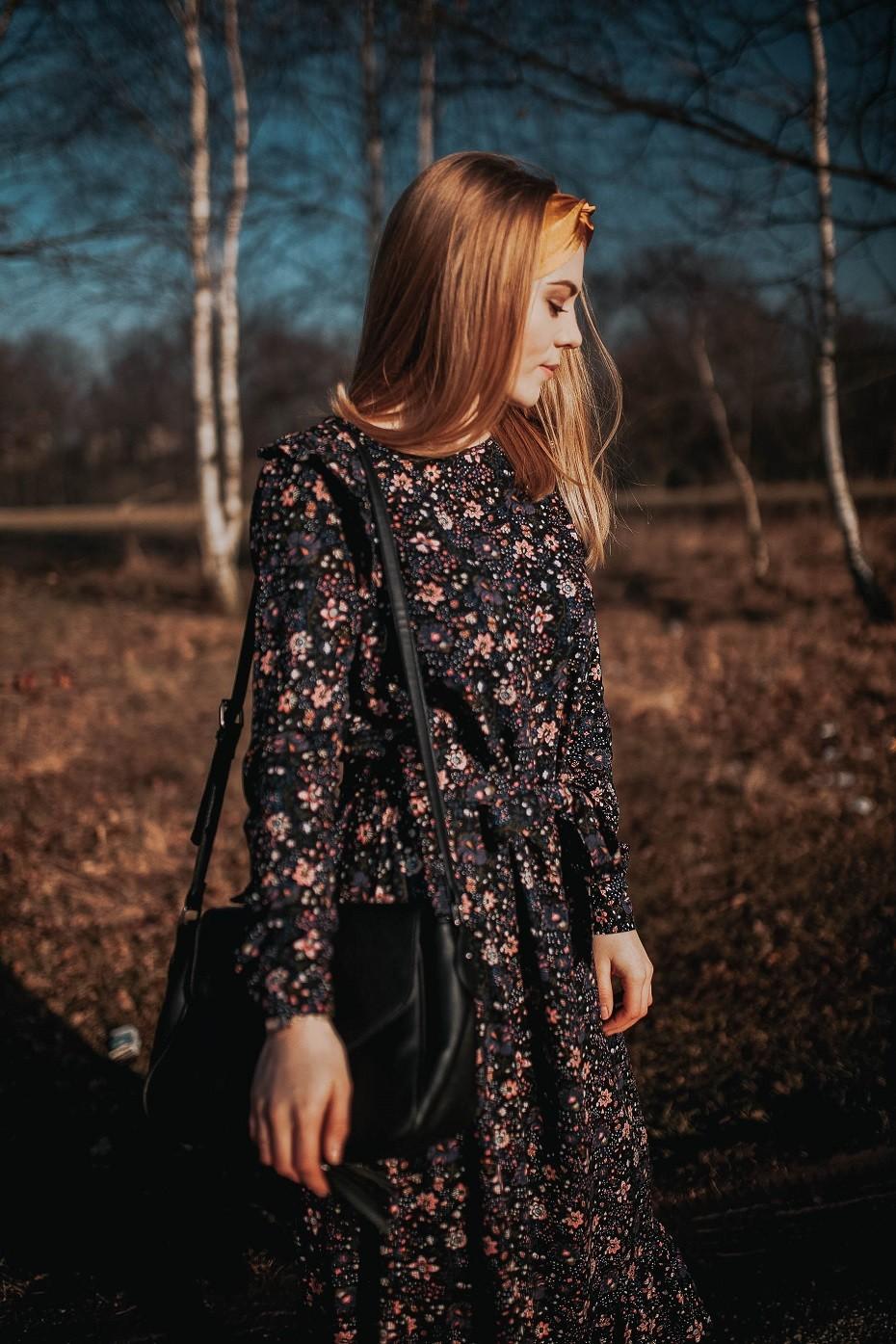 sukienki w kwiaty kolorowe