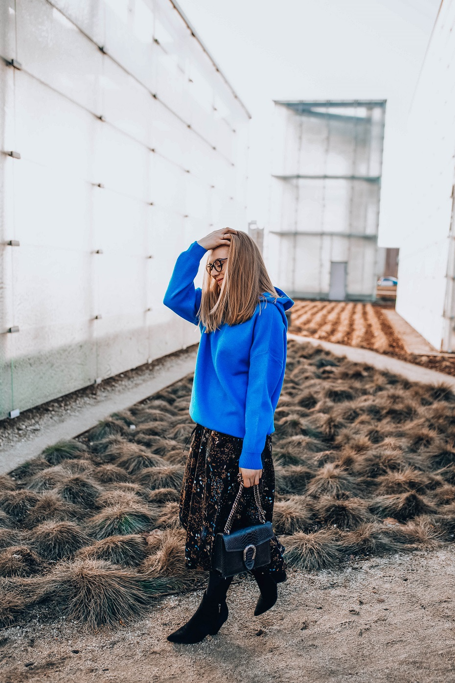 Błękitna bluza z kapturem