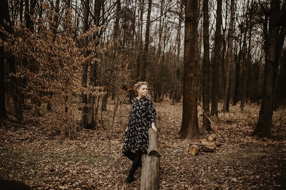 Wiosenna stylizacja w lesie