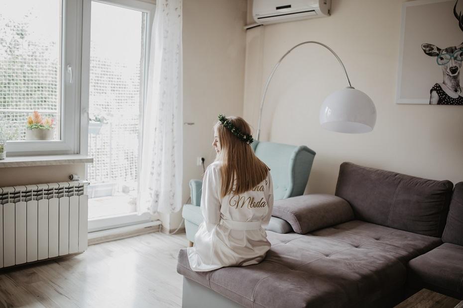 szlafrok z napisem bride