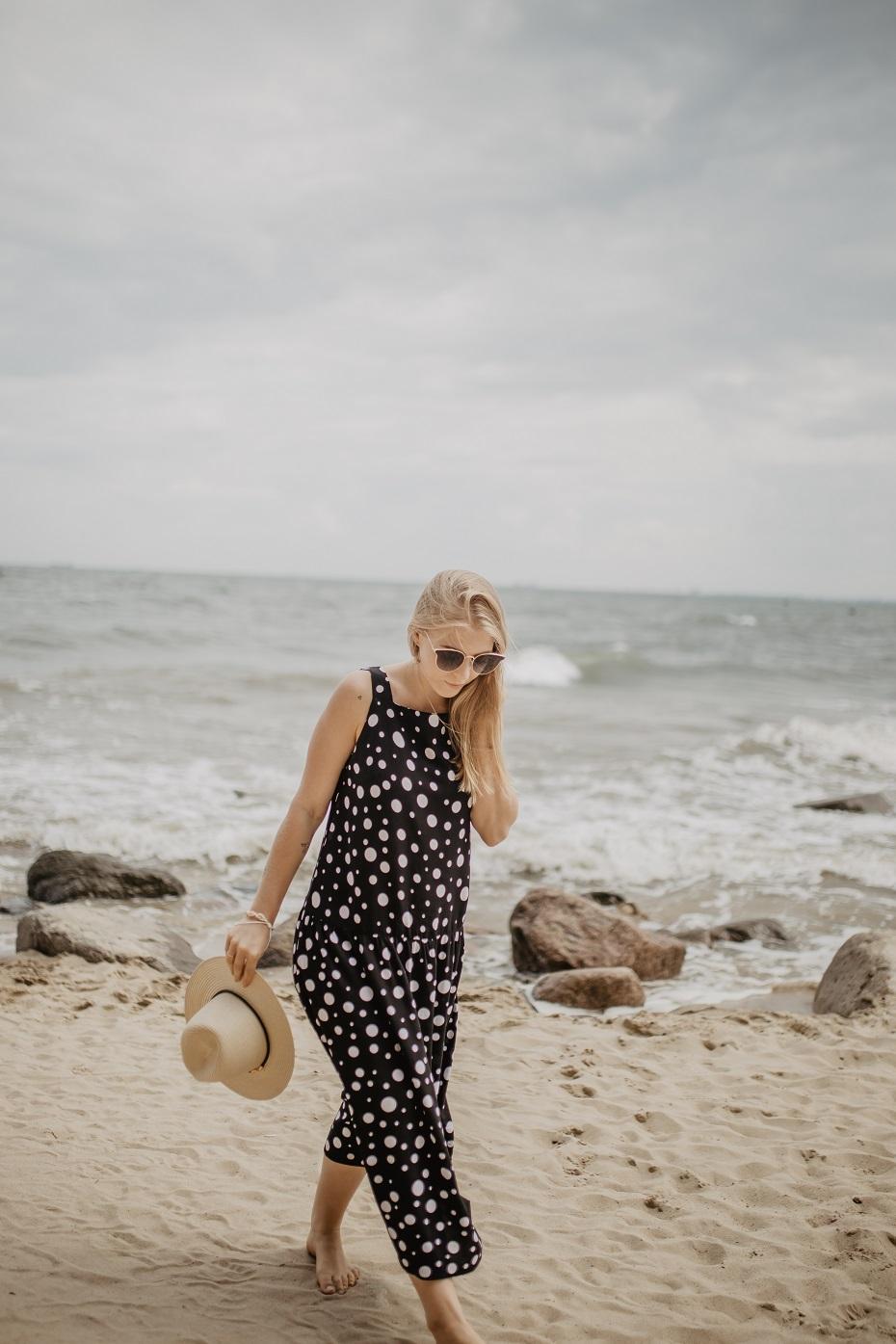 czarna sukienka carry