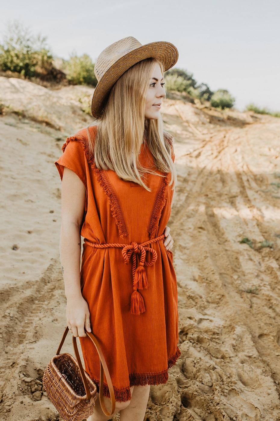 Sukienka na lato z frędzlami