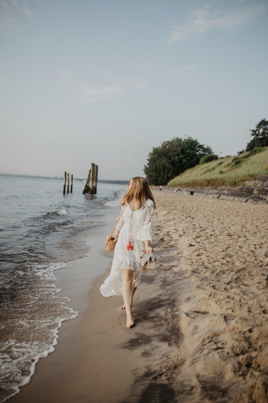 Letnia stylizacja i koronkowa sukienka