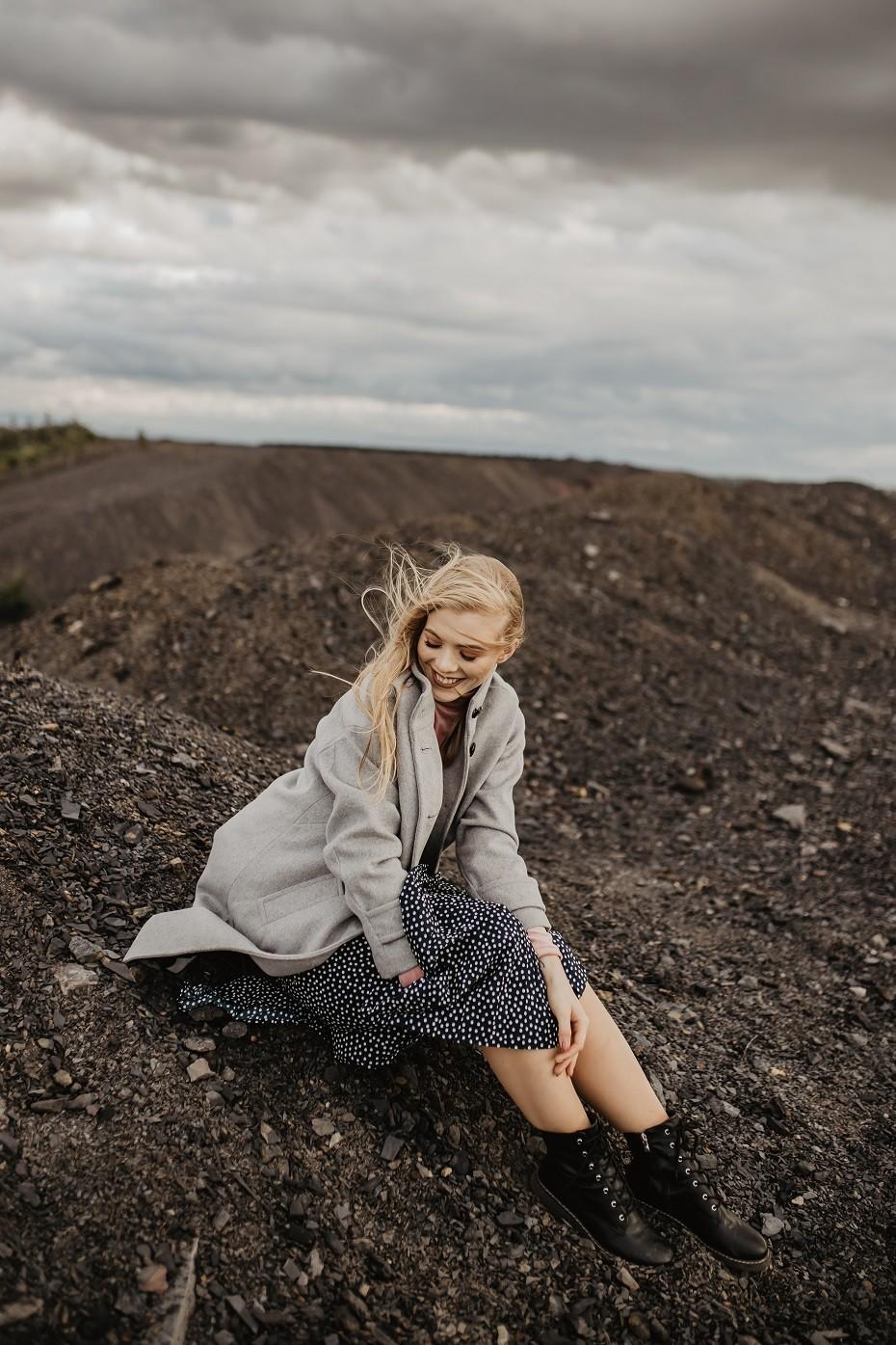 Jesienna stylizacja spódniczka w kropki