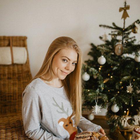 Świąteczna sesja zdjęciowa – piżama z reniferem CARRY