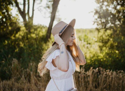 Wiosenna stylizacja z kapeluszem